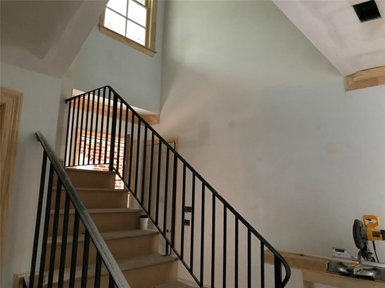 Front stairwell (photo 4)