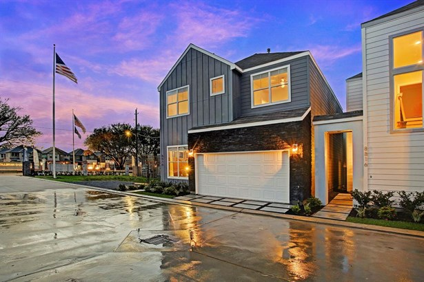 The ultra wide 28' driveway allows easy access and additional guest parking in front of each home. (photo 2)