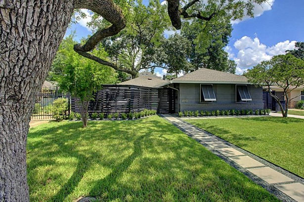 This home is located on a prime street in the Highland Village/Mid Lane area. (photo 2)