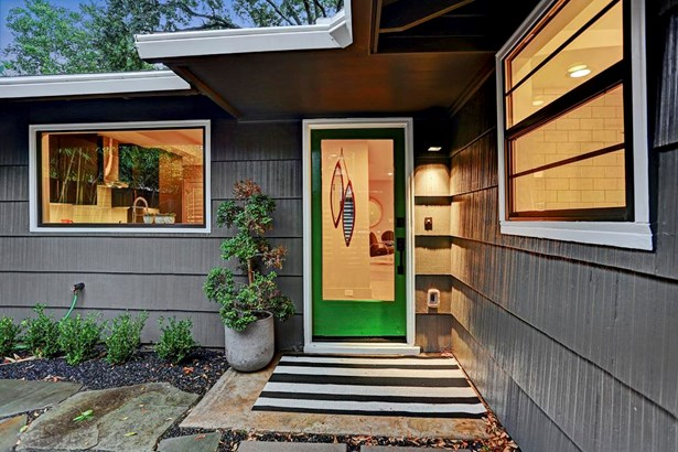 Entry into this charming home. (photo 5)