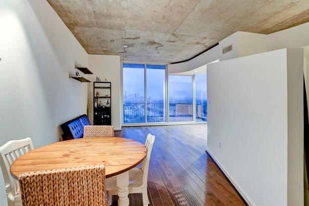 The 8x9 SF dining room has wood-look laminate floor. (photo 4)