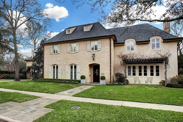 Welcome to 3780 Robinhood in West University Place. This lovely home was custom designed and built for these one owners by Jon L. Gilbreath & Assoc. and completed in 2005. The property spans three lushly landscaped lots for a total of 21,849sqft of land s (photo 1)