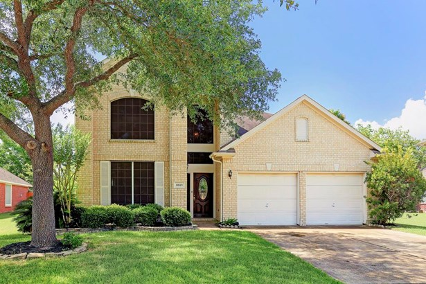 Home s features: two stories, 5/4 bedrooms, 2 1/2 bathrooms. Close to neighborhood amenities such as trails, pond, and community pool. (photo 1)