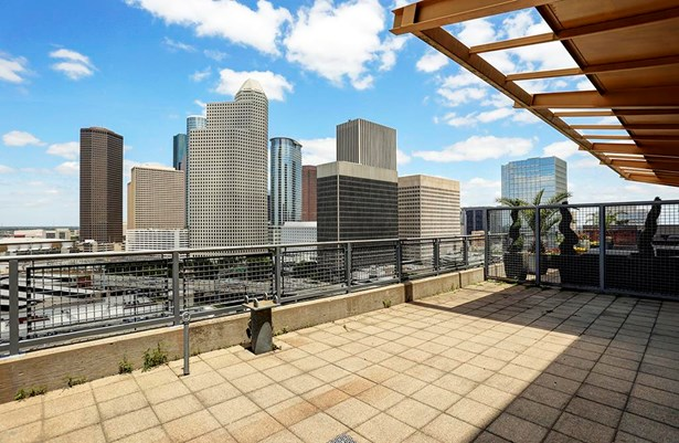 This incredible unit offers a spacious 31x16 terrace with unobstructed downtown views. (photo 1)