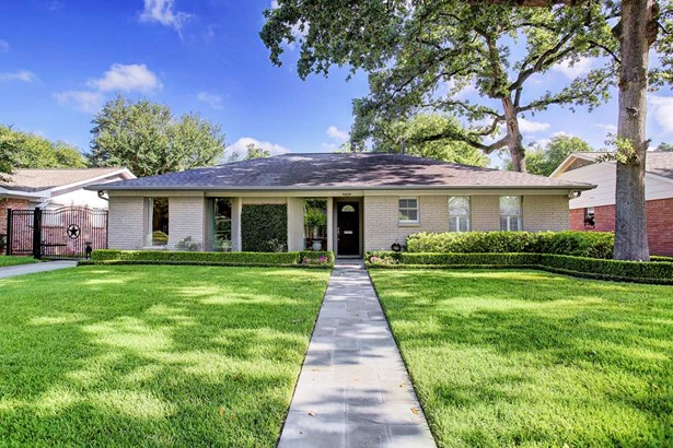 Adorable, updated home with a cottage feel tucked away on a shady street in Afton Village close to freeways and amenities, and zoned to award winning Spring Branch ISD schools. (photo 1)