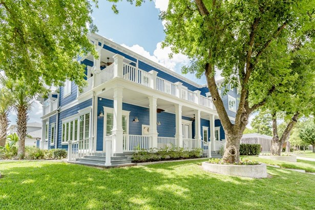 This home has beautiful porches that wrap around the entire home. It also has endless notable features - hardwood floors throughout, 70+ low-E Andersen windows & doors with custom shutters, Kohler and Waterstone plumbing fixtures, LED lighting, Lutron dim (photo 2)