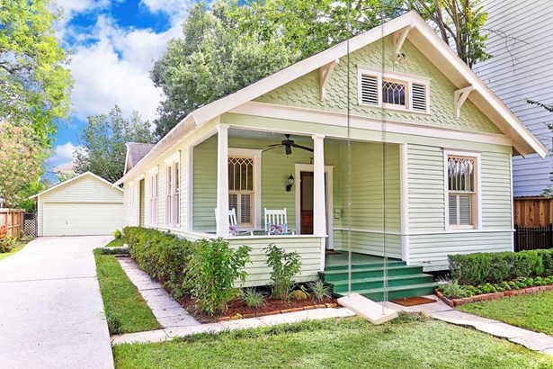 Another view of the brand new exterior paint, freshened up professional landscaping. A colorist assisted the seller with paint color selection and the tree swing was also painted. Charming front porch, quintessential Heights at its best. (photo 2)