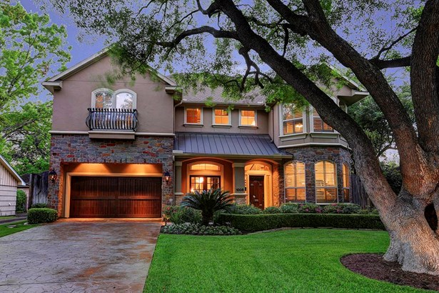 Location, location!  You wont want to miss this beautiful home which was a 2005 Bellaire Showcase! (photo 1)