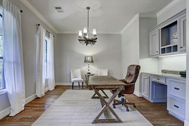This room can be used as a study or a formal living room. (photo 5)