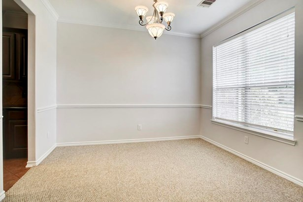 Light and Bright Formal dining room (photo 4)