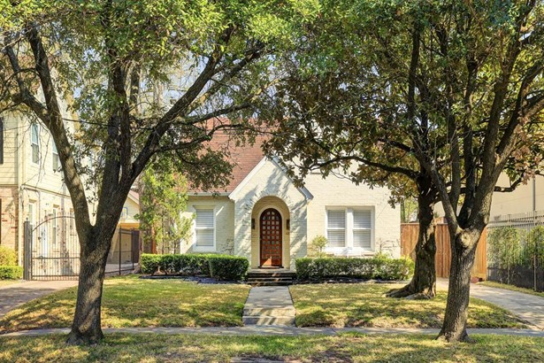 Single story brick cottage in Boulevard Oaks. Close proximity to Medical Center, Museum District, easy access to freeways and much more. (photo 1)
