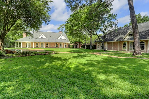 Fabulous Rivercrest gated estate on approx. 2.66 lush, wooded acres. Very private from the street. Traditional style brick main house with wrap around columned walkways. Additional approx. 1300sqft per HCAD guest house in matching style. (photo 1)