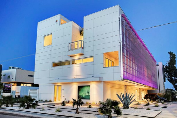 Stunning new construction with innovative lighted art screen (photo 1)