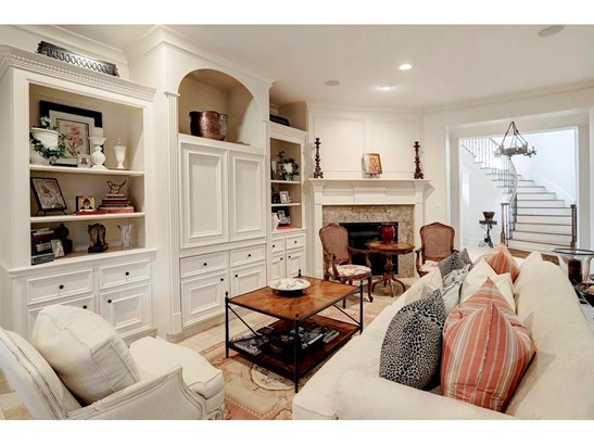 Living room with marble floors, fireplace and built-ins (photo 3)