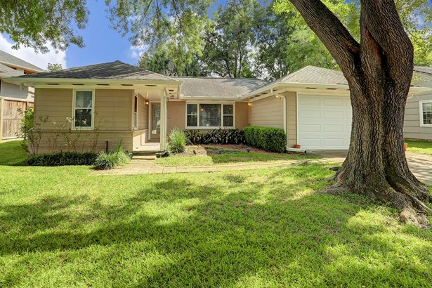 This beautiful home in coveted Knollwood Village has great shade trees! (photo 1)