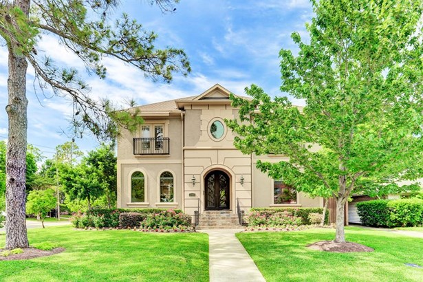 Beautiful landscaping surrounding this corner lot in the heart of Bellaire. (photo 1)
