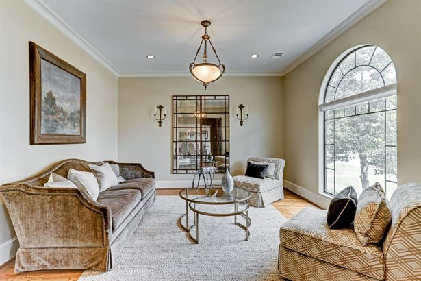 Beautiful formal living room has plenty of room to entertain all of your guests. The large window brings in great natural lighting. (photo 4)