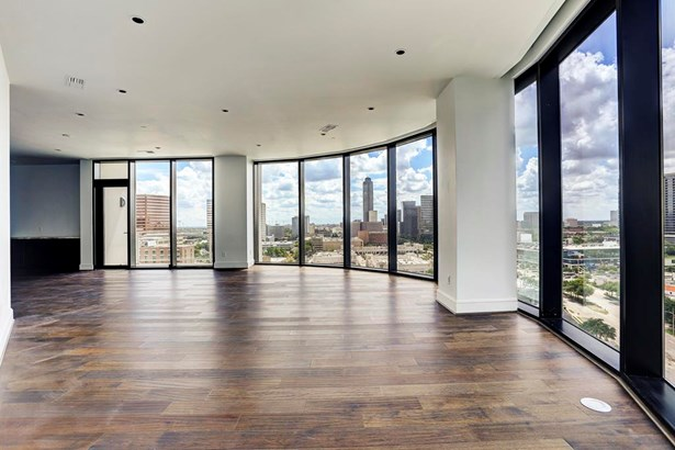 The residence offers panoramic views. (photo 3)