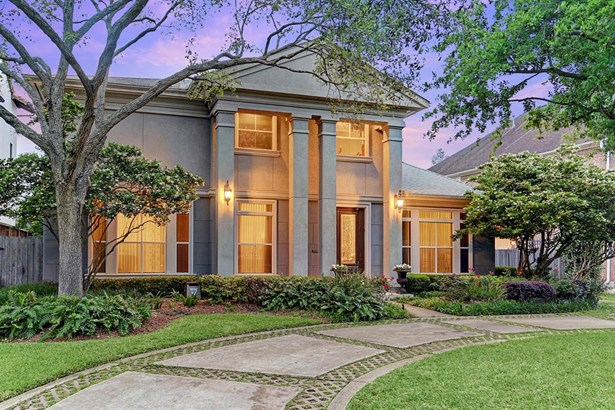 Location, location! Fabulous custom 5 bedroom home situated on a 10,500 sq. ft. lot. (photo 1)