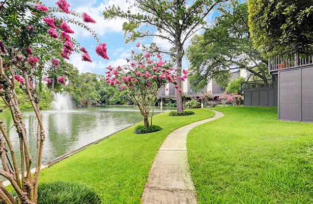 Pathway alongside the lake allows one to explore the lush greens and well-maintained landscaping of the community. (photo 4)