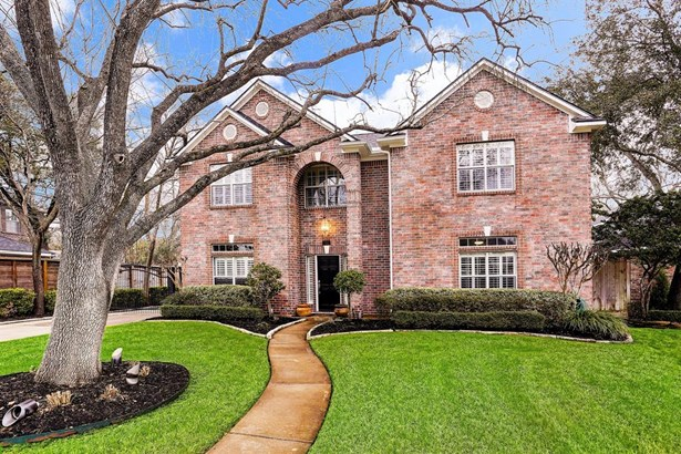 This gorgeous red brick traditional updated home has 5 bedrooms with 3.5 baths. This home also features a master down, game room up, study, formal dining and family room. It is NOT located in a hundred year flood plain and has NEVER flooded (PER SELLER). (photo 1)