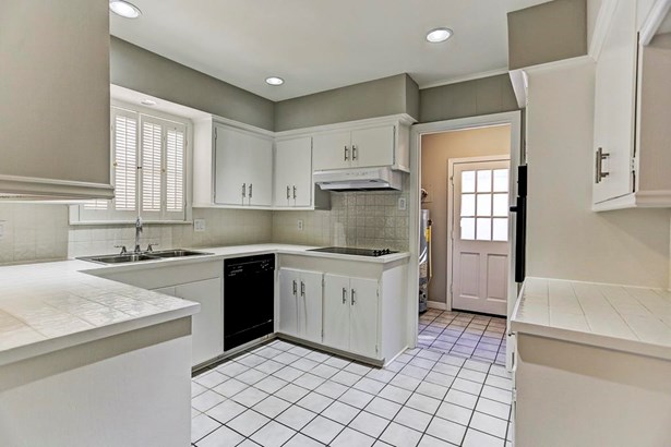 Kitchen and entry to utility room (photo 4)