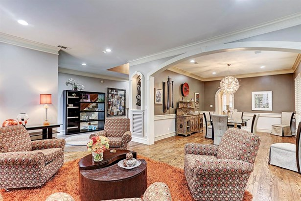 Formal living room is open to oversized large dining room, pretty chair railing, plantation shutters. (photo 3)