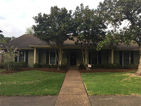 Beautiful Meyerland home, remediated, great opportunity to remodel, raise and return to former beauty! Great lot for new construction as well! (photo 1)