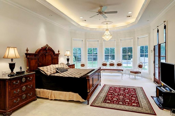 Formal Dining:Custom wood floors. Ceiling with gold leaf detailing. Recessed lighting. Custom chandelier, drapery and panels.Windows overlooking front lawn. (photo 5)