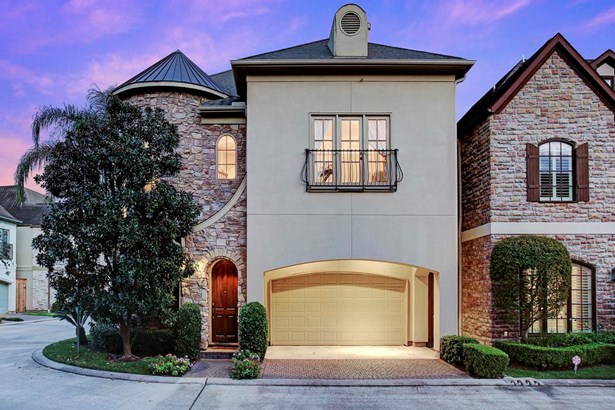 Clean line and effortless design reflect Mediterranean and contemporary architecture featuring gentle arches and a stone and stucco facade. The home has 3,762 square feet of air conditioned space that was meticulously designed for comfort. (photo 1)