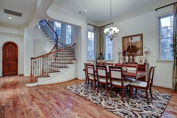 Opposing perspective of the dramatic entry with soaring ceilings that lead throughout the main level. Balanced combination of architecture, design and timeless finishes. Thoughtfully placed double pan windows in the stair hall and formal dining. (photo 4)