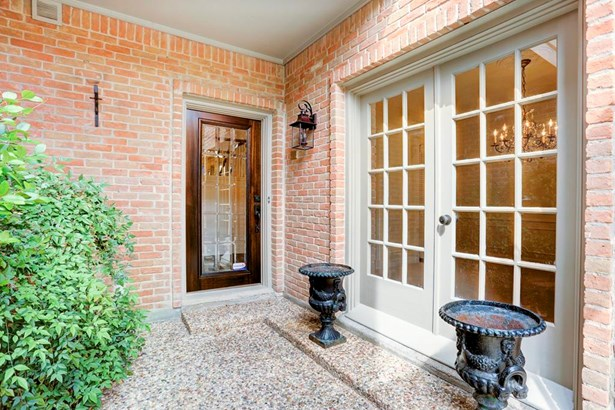 Courtyard entry with French doors also leading to formal dining room. (photo 2)