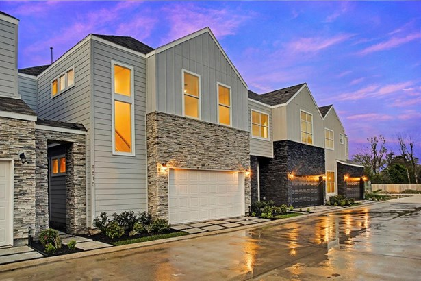 The ultra wide 28' driveway allows easy access and additional guest parking in front of each home. (photo 3)