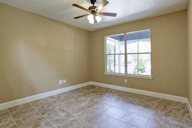 Flex space features ceiling fan, tile floors. (photo 3)