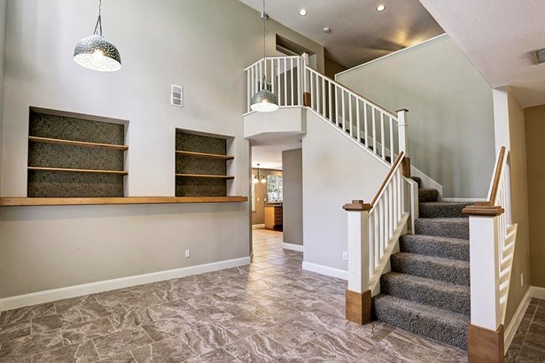 Great dining room with high ceilings, built-ins and tile floors. (photo 5)