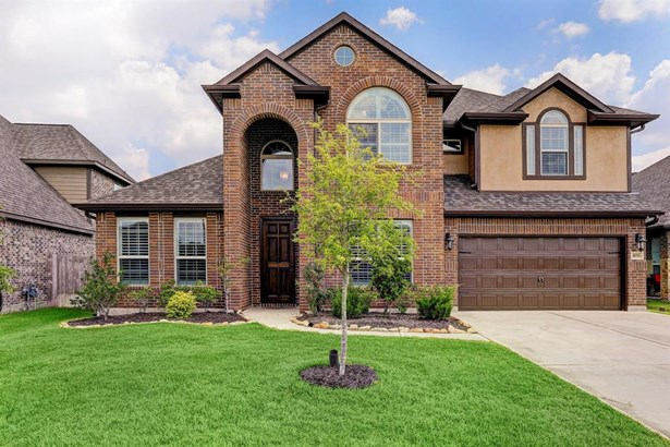 Great curb appeal draws you in to this beautiful, two story, traditional home.