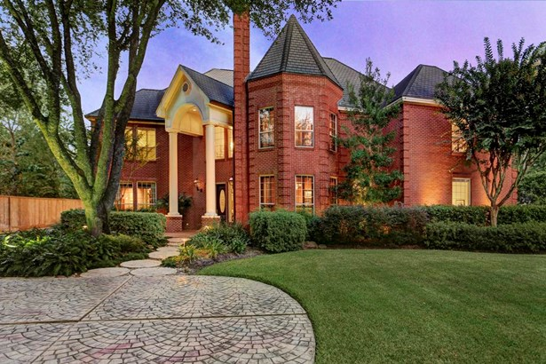 Private, gated estate with gorgeous grounds and landscaping (photo 1)
