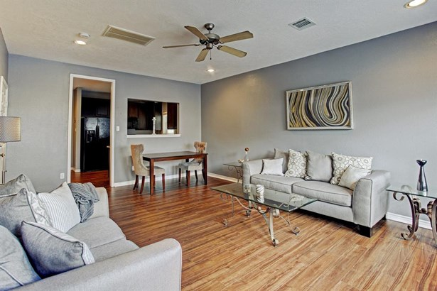 Living room's adjoining dining area offers a fantastic floorplan for entertaining. (photo 4)