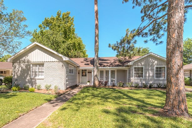 Freshly updated 3-bedroom home in Willow Bend with great open spaces and large back yard! (photo 1)