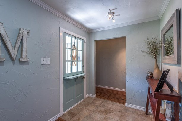 Tiled floors define the entry space from the den.area. (photo 3)