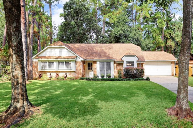 Beautiful elevation with box windows on wooded lot over 1/3 acre. (photo 1)