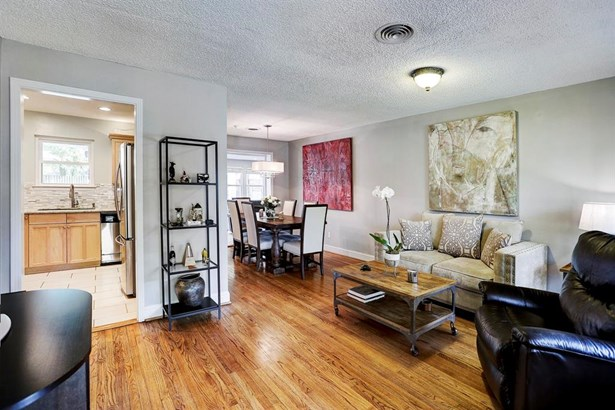 Great open concept, beautiful hardwood floors and tons of natural light! (photo 2)