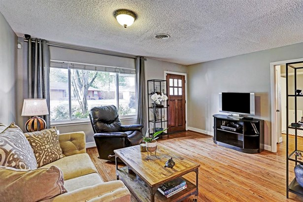 Living Room has large windows, hardwood floors, and spacious floor plan. (photo 3)
