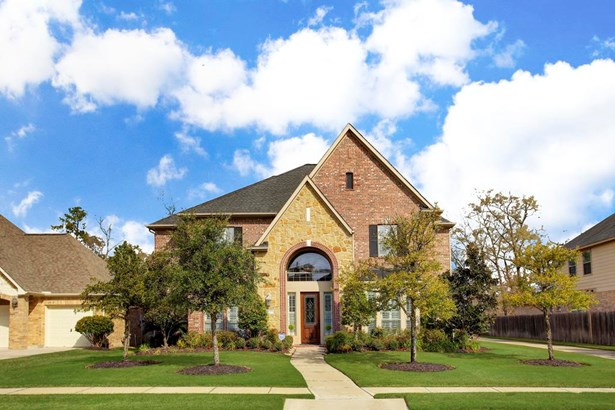 This beautiful Trendmaker-built home boasts a brick and stone exterior and professional landscaping. (photo 1)