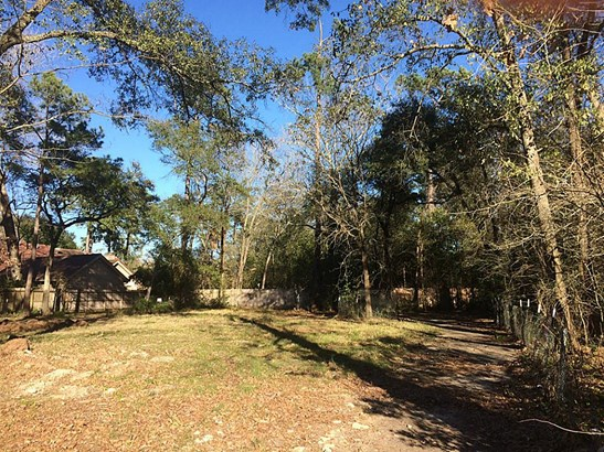 Gorgeous wooded lot on a private cul de sac in Hunter s Creek, 23288 sq ft per survey - build your dream home here! (photo 1)