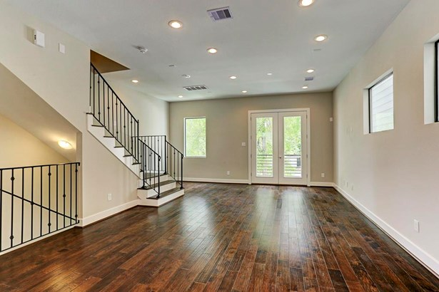 Second floor living with a large combined living/dining area with high ceilings. (photo 4)