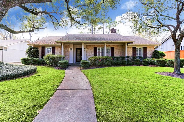 Welcome to 10011 Del Monte in popular Briargrove Park. This home is the traditional style which so many buyers in this neighborhood want. Columns and shutters for that very traditional southern colonial style. The 10000 block is arguably the best block as (photo 1)