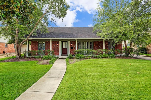 Welcome home to this charming Briargrove house! (photo 1)