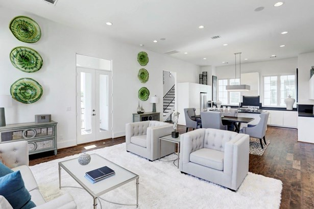 Soaring 12 foot ceilings found on the entertaining level. Plenty of recessed lighting, along with tons of natural light. The island kitchen is completely open to the dining and living room. (photo 3)