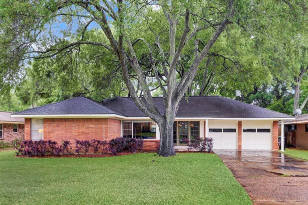 Willowbend Mid Century Modern 3 bedroom, 2 bath home on tremendous lot, (9375 square feet per HCAD) ideally located in the neighborhood. Tree lined street, great neighbors and very quiet.Never flooded! Great price point and value. (photo 1)
